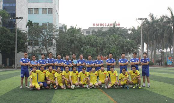 Giao hữu bóng đá giữa FC Đại học Sao Đỏ và THPT Kinh Môn 2