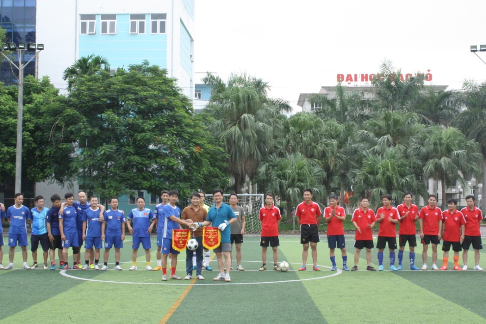 Giao lưu bóng đá giữa CBVC Đại học Sao Đỏ và khối trường THPT và THCS Huyện Quế Võ Bắc Ninh