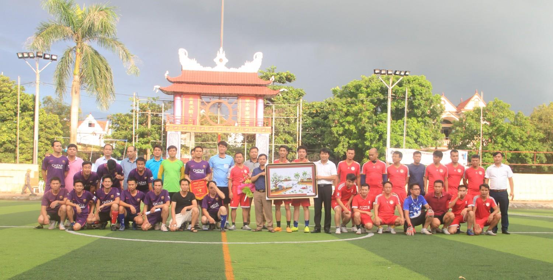 Tổ chức giao hữu bóng đá giữa FC CBGV trường Đại học Sao đỏ và Clb bóng đá khối Trường THPT Lục Nam Bắc Giang