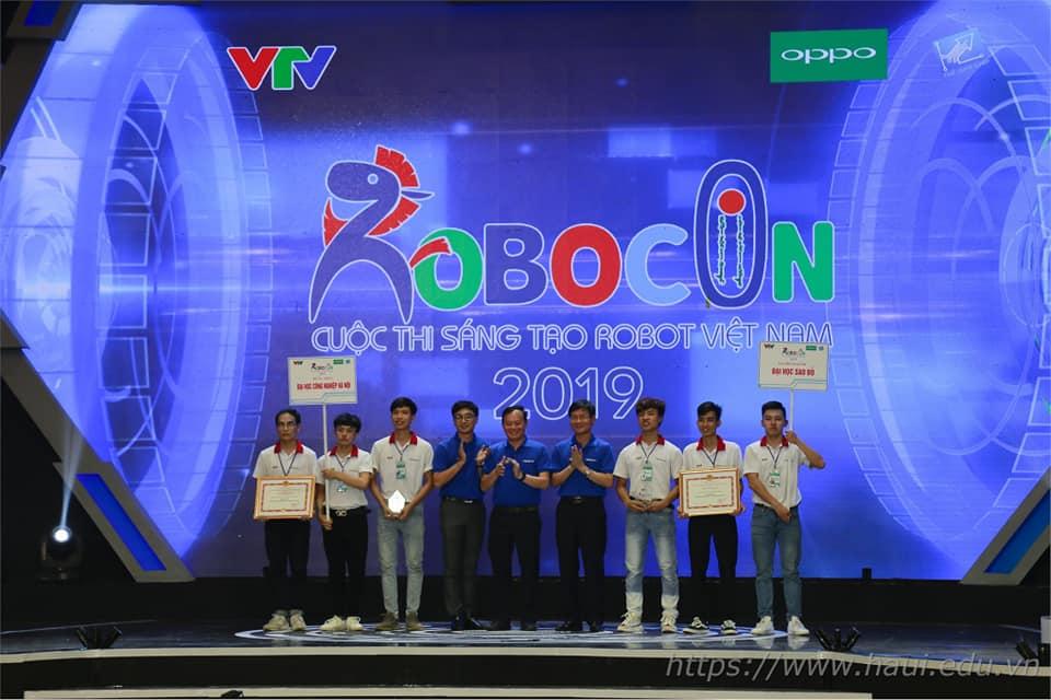 Đội tuyển Sao Đỏ Legend đạt giải 3 trong vòng chung kết Robocon toàn quốc 2019