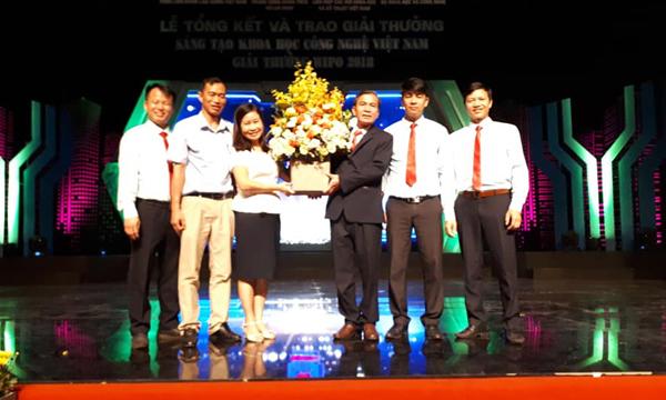NGND. TS Đinh Văn Nhượng nhận giải Ba - Giải thưởng Sáng tạo khoa học và công nghệ Việt Nam 2018