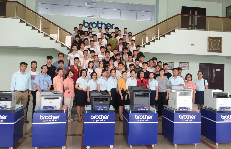 Tân sinh viên khoa Điện, Điện tử - Tin học thăm quan, trải nghiệm tại Công ty TNHH Công nghiệp Brother Việt Nam