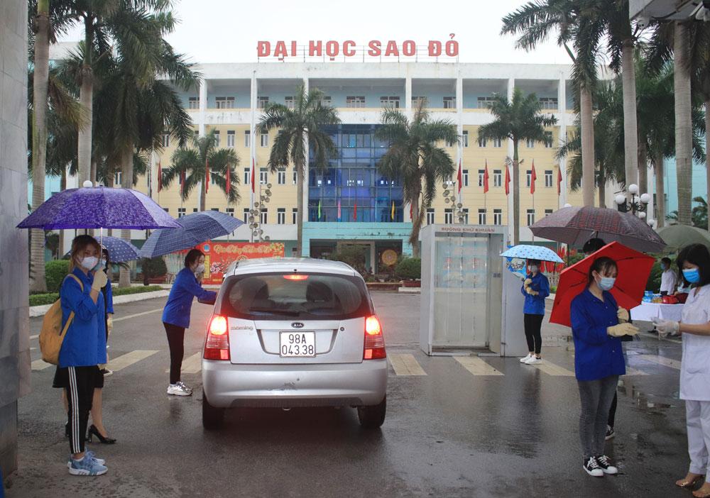 Ngày 12/4/2020 sinh vien Đại học Sao Đỏ chính thức trở lại học tập tại trường